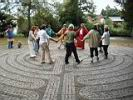 Gruppe 5 im Chartres Labyrinth